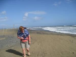 Inger Johanne går mot vinden