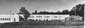 Skolen der jeg gikk på realskole. Lærerfløyen ser vi til høyre. Vår protestaksjon skjedde omtrent midt på bildet.