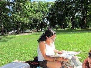Sofienbergparken i Oslo - Sofia konsentrerer seg om avisen