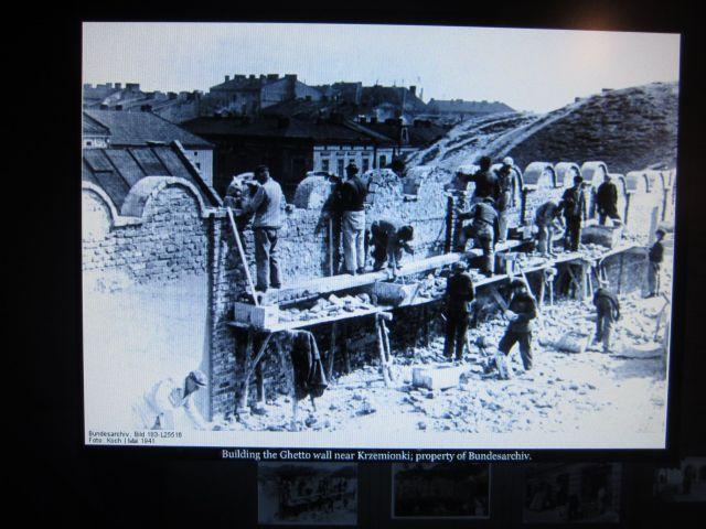 Slik ble jødene murt inne i ghettoen.