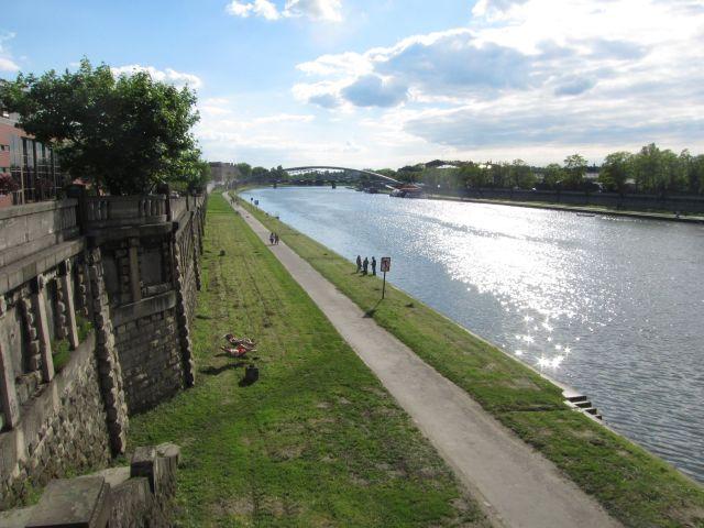 Wisla-elven etter besøket på Schindlers fabrikk. Hvilken kontrast?