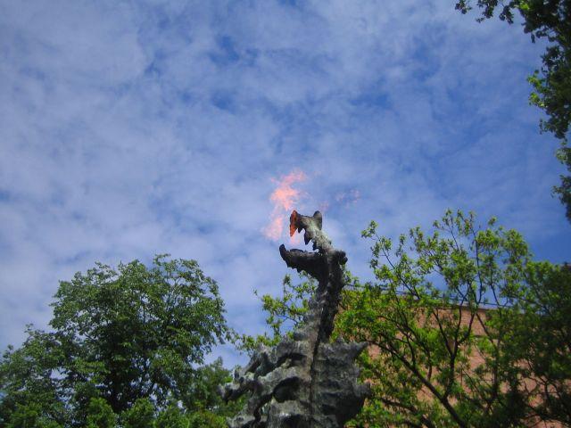 Dragen Smok Wawelski blåser ild
