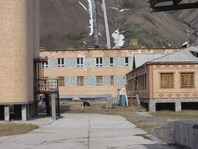 Pyramiden på Svalbard: Det er lagt mye arbeid i utvendig dekorasjon (foto Terje Rønning).