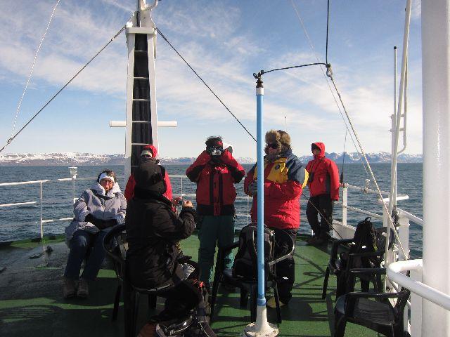 Vi er på vei ut fra Longyearbyen mot Pyramiden, og det begynner å bli kaldt. (fot Terje Rønning)