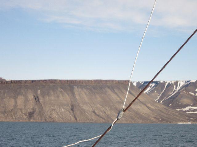 De spesielle fjellformasjonene er populære fotoobjekter. (foto Terje Rønning)