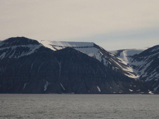 De skålformede fjellsidene finnes overalt. (foto Terje Rønning).
