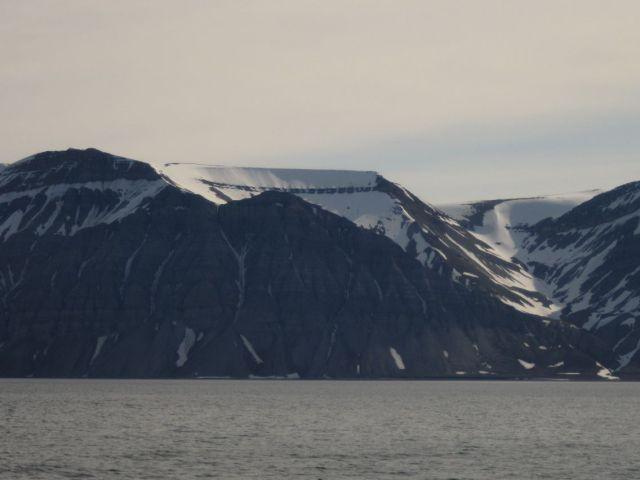 Billefjorden på Svalbard: De skålformede fjellsidene finnes overalt (foto Terje Rønning)