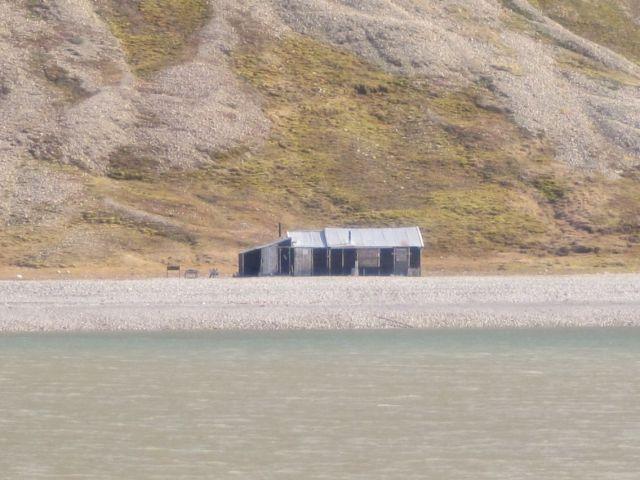 Billefjorden på Svalbard: En fangsthytte i Billefjorden (foto Terje Rønning).
