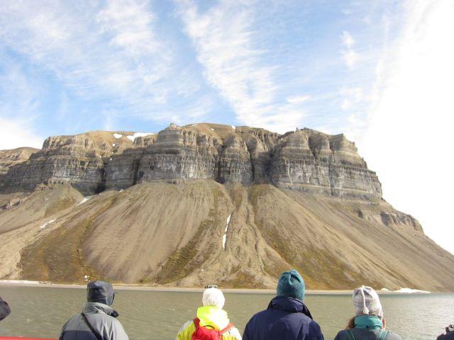 Billefjorden på Svalbard: Fjellformasjoner som trekker til seg oppmerksomheten vår (foto Terje Rønning)