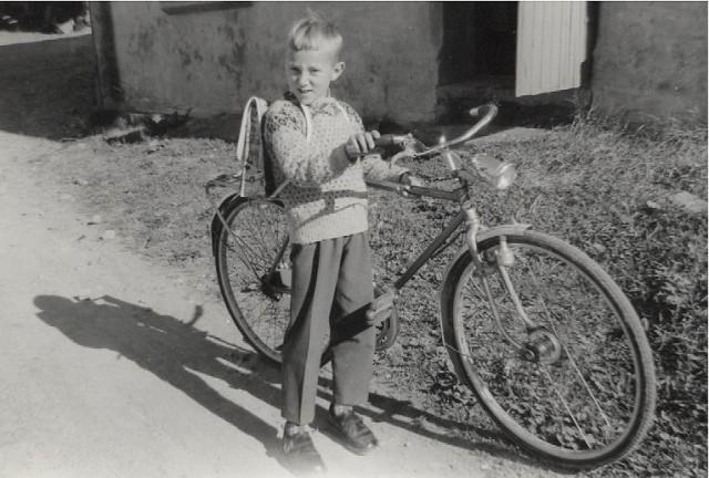2019 06 28 - bror min med sykkel