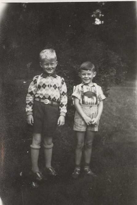 2019 07 31 - 1954 - Solli Nøtterøy - På vei til skolen - Bjørn Bjønnes, Terje Rønning