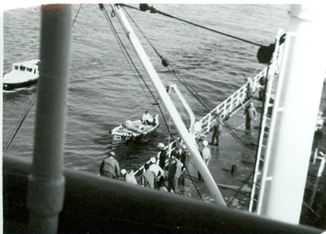 2020 01 10 - 1966-1968 - Thorsholm - Havnebilde - 19 - Losen ombord