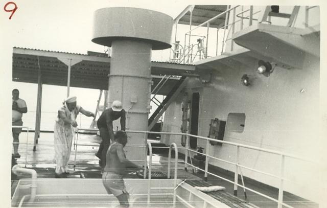 1969-1971 - MT THORSHOV - Linjedåp - Frithjof Bøe kastes i bassenget